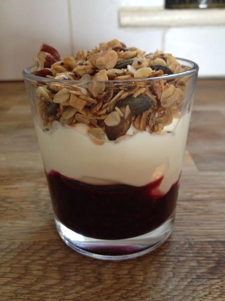 Compote w yogurt and granola